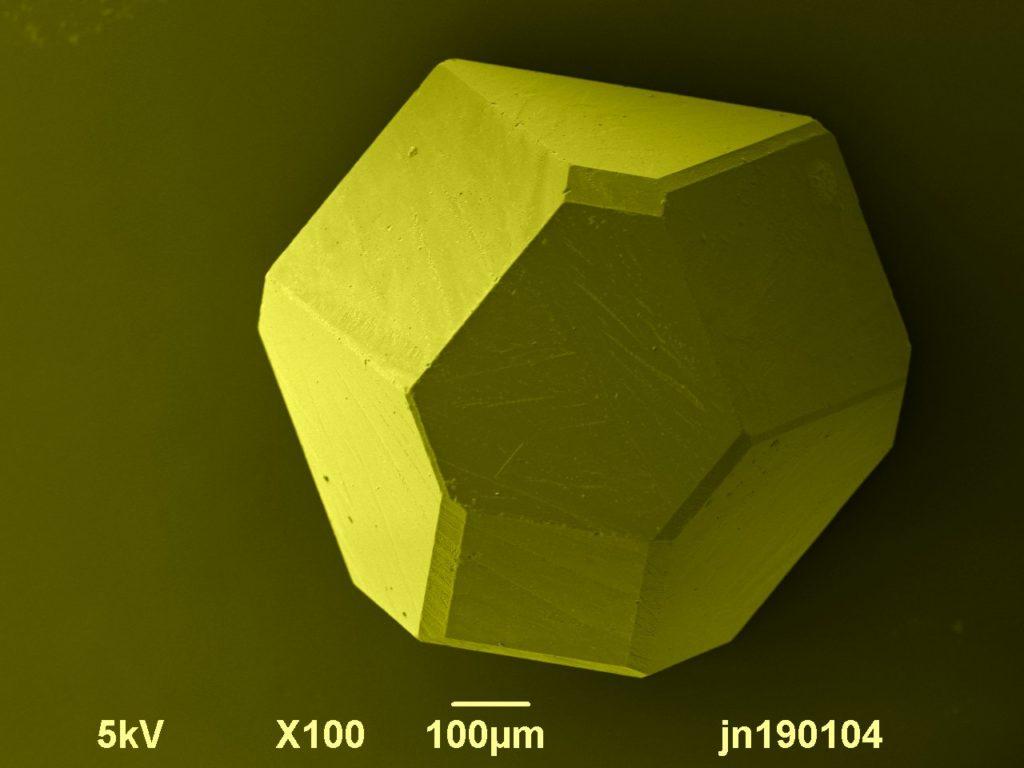 SEM image of an industrial diamond. Image width is 1300 µm. Photo by Jaap Nijsse, www.Consistence.nl